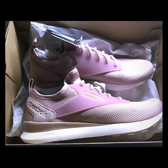 aa4272b8ac0 ZOKU RUNNER W W Size  8 Color  Shell Pink   White